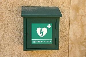 Les défibrillateurs encore trop peu utilisés